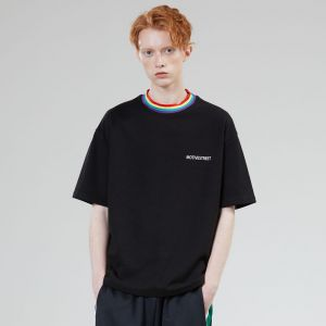 MOTIVE STREET - RAINBOW NECK POINT TEE BLACK